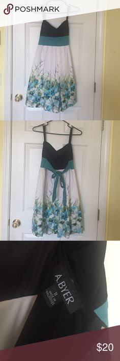 💙Beautiful Spring dress💙 Gently Used!!   Beautiful dress Dresses