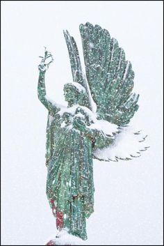 Hove Peace Statue in the Snow