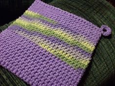 Alternative to the typical double-thick potholder. I like this method better, have to try this soon!