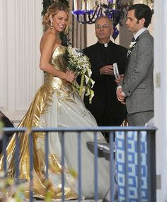 Only Blake Lively as Serena Van Der Woodson could pull off this wedding gown in the series finale of Gossip Girl Georges Chakra, Serena And Dan Wedding, Blake Lively Wedding Dress, Gossip Girl Wedding, Gossip Girl Series, Bridal Gowns, Wedding Gowns, Gold Wedding, Vestido Strapless
