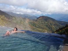 An onsen with a view from above the clouds and pure water Hakuba Yari Onsen Nagano Japan Travel Tips, Iceland Travel, Hakuba Japan, Japanese Hot Springs, Outdoor Baths, Visit Japan, Above The Clouds, Nagano, Great View