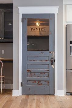 Rustic farmhouse pantry door…always wanted a door in our house with some character! 58 Charming Modern Decor Ideas That Make Your Place Look Cool – Rustic farmhouse pantry door…always wanted a door in our house with some character! Style At Home, Cuisines Design, Vintage Modern, Vintage Ideas, Vintage Industrial, Home Fashion, New Kitchen, Kitchen Decor, Kitchen Rustic