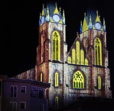 Johanner Dom mit Visuals beleuchtet am Cologne, Cathedral, Building, Travel, City, Voyage, Buildings, Cathedrals, Viajes