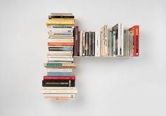 """Vous pouvez utiliser les étagères design """"TG"""" gauches pour composer une bibliothèque design TEEBooks comme vous le souhaitez, une bibliothèque murale simple et fonctionnelle."""