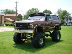 Ford : Bronco I see no need to jack it up that high if you are not gaining any clearance. Ford 4x4, Ford Pickup Trucks, 4x4 Trucks, Custom Trucks, Lifted Trucks, Cool Trucks, Lifted Dually, Ford 2000, Redneck Trucks