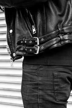 Men's Leather Jackets: How To Choose The One For You. A leather coat is a must for each guy's closet and is likewise an excellent method to express his individual design. Leather jackets never head out of styl Sirius Black, Mythos Academy, Xavier Samuel, Breathing Fire, Kings & Queens, Jace Lightwood, Alec Lightwood Aesthetic, Ai No Kusabi, Camila Morrone