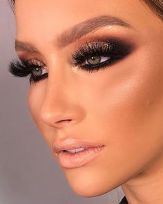 These fake lashes look ridiculous. These fake lashes look ridiculous. Makeup Geek, Eyeshadow Makeup, Makeup Addict, Eyeliner, Makeup Tips, Face Makeup, Under Eye Makeup, Formal Makeup, Glam Makeup Look