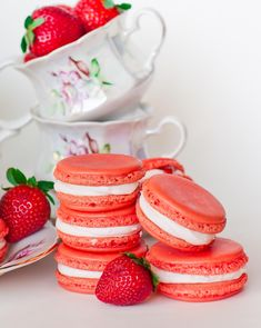 Triple Strawberry Macarons from Tatanya's Kitchen! I am making them today, they are super easy and fun to do when you are bored and want something good to eat! Strawberry Cookies, Lemon Cookies, Strawberry Buttercream, Strawberry French Macaron Recipe, Macaroon Cookies, Other Recipes, New Recipes, Easy Recipes, How To Make Macarons