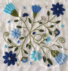 55 Flower Designs: For Cross Stitch, Canvaswork and Crewel Embroidery - Embroidery Design Guide Mexican Embroidery, Crewel Embroidery Kits, Embroidery Needles, Embroidery Patterns, Machine Embroidery, Seed Stitch, Cross Stitch, Crazy Quilting, Bordado Floral