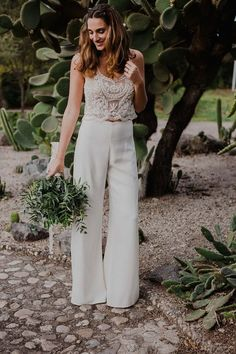 Bride with pants Without category - confessions of a wedding .- Braut mit Hose Ohne Kategorie – Geständnisse einer Hochzeit Bride with pants Without category – confessions of a wedding - Civil Wedding Dresses, Wedding Attire, Wedding Bride, Bridal Pants, Wedding Jumpsuit, Bridal Shower Attire, Wedding Pantsuit, Shower Outfits, Indie Outfits