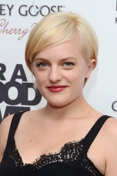 Elisabeth Moss Debuts New Short Blonde Hair!: Photo Elisabeth Moss debuts her bold new short blonde hair at the premiere of the film For a Good Time, Call on Tuesday (August at the Regal Union Square Theater in… Short Straight Hair, Short Hair Cuts For Women, Short Hairstyles For Women, Straight Hairstyles, Short Hair Styles, Teen Hairstyles, Celebrity Hairstyles, Blonde Pixie, Short Blonde