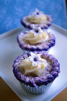 Vanilla stephanotis cup cakes