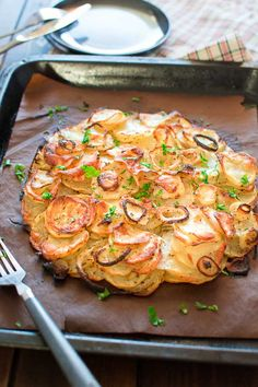 This Simple Potato Cake with Onions makes a perfect and filling lunch. Made with just 4 ingredients, this recipe is not to be missed! ❤ COOKTORIA.COM