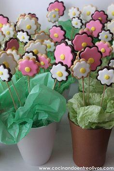 Macetas de flores de galleta by Cocinando entre Olivos, via Flickr