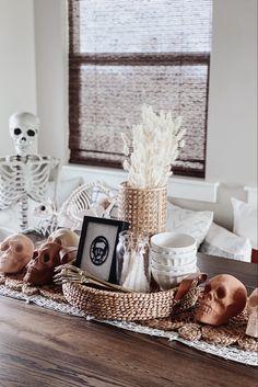 Halloween Room Decor, Chic Halloween, Spooky Decor, Outdoor Halloween, Halloween House, Holidays Halloween, Halloween Decorations, Halloween Crafts, Halloween Inspo