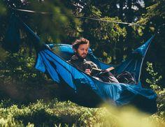 더위는 물러나고 바람이 솔솔 불기 시작했습니다. 캠핑은 무더운 여름도 좋지만 바람이 싱그럽게 부는 가을이 제격입니다. 그런 캠핑에 더욱 아름다운 추억을 선사해줄 아모크(AMOK)의 해먹 Draumr을 소개해드립니다.  아모크는 맥포스코리아에서 수입하는 브랜드 중 하나로 가장 편안한 해먹텐트를 지향하는 북유럽 아웃도어 브랜드입니다. 아모크는 일반 해먹같이 흔들리거나 치우치지 않고 마치 침대와 같은 편안함과 안정감을 선사해줍니다.  무게 역시 2kg이 되지않아 곧 다가올 선선한 가을에 가볍게 들고 떠나기 좋은 해먹입니다. 가을캠핑 아모크와 함께 떠나세요. http://magforcekorea.com  #맥포스코리아 #맥포스 #아모크 #캠핑 #해먹 #magforce #amok #hammock