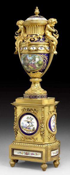 """VASENPENDULE """"AU CERCLE TOURNANT"""", spätes Louis XVI, Paris,"""