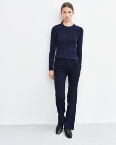 Balance your collection of wardrobe essentials with this timeless pullover. Ours has a slightly slimmer fit and fitted sleeve. Subtle slits at both sides of hem.<br><br> •Organic cotton<br> •Slim fit<br> •Hip length<br><br> The model is 175cm and w