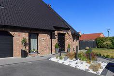 Maison contemporaine par Maisons d'en France Nord - Pas de Calais Photo : Laurent Mayeux Photographies