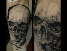 Sile Sanda Realistic Skull Tattoo