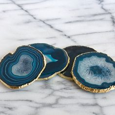 amber in town Blue Geode, Green Agate, Agate Coasters, 2018 Color, Blue Plates, Coaster Furniture, Raw Gemstones, Diy Arts And Crafts, Gold Paint