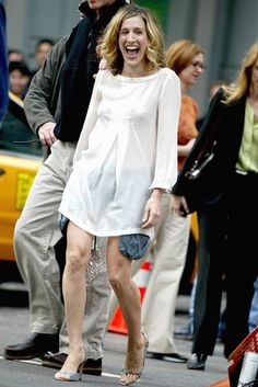 Carrie Bradshaw, Sarah Jessica Parker, Sex and the City Samantha Jones, Star Fashion, Daily Fashion, Women's Fashion, Sarah Jessica Parker Lovely, Carrie Bradshaw Style, Kristin Davis, City Outfits, City Style