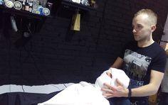 przygotowanie do golenia brzytwą, gorący ręcznik