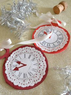 """Clock penant for """"Alice"""" B-day party? Halloween Alice In Wonderland, Alice In Wonderland Clocks, Alice In Wonderland Decorations, Alice In Wonderland Tea Party, Mad Hatter Party, Mad Hatter Tea, Mad Hatters, Theme Nouvel An, 1st Birthday Party For Girls"""