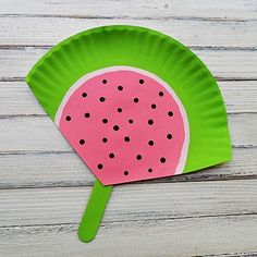 Make a watermelon fan from a  paper plate! #upcycle #recycle #kidscrafts