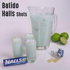 """87 Me gusta, 3 comentarios - Drinkeros A.L. (@drinkeros_a.l) en Instagram: """"Pensando que hacer el Viernes! Halls Shots! #batidohallsshots #batido #halls #curazaoblue…"""""""
