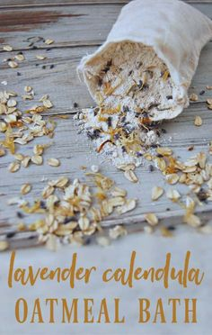 This lavender calendula oatmeal bath is so soothing and the perfect thing when dealing with dry skin, eczema, itchy skin, chickenpox, or even poison ivy! #eczema #dryskin #oatmealbath #colloidaloatmeal #naturalskincare #lavender #calendula Poison Ivy, Herbal Remedies, Natural Remedies, Natural Beauty Recipes, Beauty Tips, Diy Beauty, Beauty Hacks, Bath Tea, Calendula