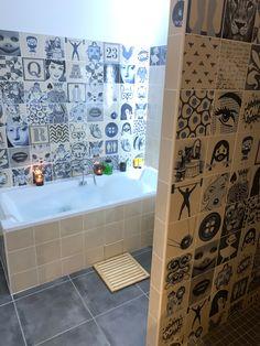 Indigo tu me rends dingo... 🤪 Nouveau projet réalisé par la collection Indigo 😍 Une bien belle salle de bain avec 🛁 qui invite à la détente ! Merci à @saldanachris de nous avoir ouvert les portes de sa salle de bain et d'avoir choisi la collection Indigo 😉 📷 : @saldanachris .  Et vous ? Dans quelle pièce mettriez-vous la collection Indigo ? . Indigo, Decoration, Home Projects, Photo Wall, Collection, Home Decor, Open Set, Puertas, Home Ideas
