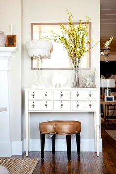 Alice Lane Home - Gorgeous entry design with caramel leather 4 clover leather stool with nailhead trim, white apothecary console table and glass lamp. Home Staging, Alice Lane Home, Ikea, Entryway Decor, Entrance Foyer, Home Decor Inspiration, Decor Ideas, Interiores Design, Decoration