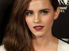 emma watson wow look at her eyes Maquillage Emma Watson, Emma Watson Belle, Enma Watson, Emma Watson Beautiful, Hermione Granger, British Actresses, Sensual, Beautiful Actresses, Makeup Looks