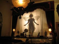 Shadow theatre show on the front lawn! The story of the 3 brothers in Harry Potter! Shadow Theatre, Instalation Art, Prince Charmant, Halloween Fairy, Halloween Moon, Shadow Play, Shadow Art, Shadow Puppets, The Villain