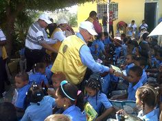 Mao Inc Lions Club (Dominican Republic) | Lions provided school supplies, uniforms, haircuts and food to school students