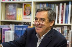 Neuilly-sur-Seine : François Fillon dédicace son livre en librairie - Politique - via Citizenside France. Copyright : Christophe BONNET - Agence73Bis