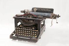 Máquina de escribir L.C. Smith & Bros Typewriter, Electronics, Consumer Electronics