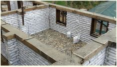 Sand earth bag building with rammed earth around top. Natural Building, Green Building, Building A House, School Building, Earth Bag Homes, Earthship Home, Eco Buildings, Adobe House, Tadelakt