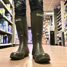 Look for Red Bull cans 🤔 Wellies Boots, Wellington Boot, Barbour, Hunter Boots, High Boots, Jeans And Boots, Rubber Rain Boots, Sexy Men, Leather Pants