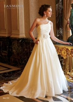 Looking for wedding dress, size 8, Ivory :  wedding pink ivory dress F321