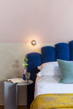 Chunky scalloped headboards in shades of cobalt, hot pink and purple take centre stage in the bedrooms of this Italian boutique hotel by Studio Tamat and Sabina Guidotti. Hotel Lounge, Boutique Design, Interior Design Elements, Modern Design, Boutique Hotel Bedroom, Hotel Bedrooms, Boutique Hotels, Color Concept, Hotel Paris