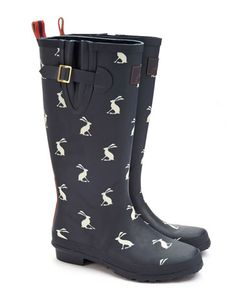 Joules Joules Outlet Womens Printed Welly, NAVHARE. Make a splash in style with this classic Joules welly. For puddle stomping and trudging through the sludge in style, there's nothing better.