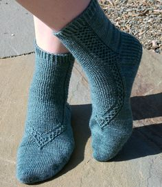 Ravelry: Glass Slippers pattern by Cailyn Meyer -- free (this perspective looks like flip-flop straps--look at others) Knitting Stitches, Knitting Socks, Hand Knitting, Knitting Machine, Vintage Knitting, Crochet Socks, Knit Crochet, Knit Socks, Knitted Slippers