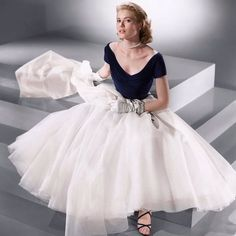 Did anyone wear a party dress better? Here's to Grace Kelly on what would have been her 88th birthday. #gracekelly #edithhead #rearwindow #partydress #elegance #style