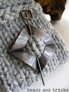 oxidised copper fold formed square scarf pin / brooch Spilla da scialle in rame e foldforming Copper Jewelry, Hair Jewelry, Jewelry Art, Beaded Jewelry, Handmade Jewelry, Jewelry Design, Metal Forming, Barrettes, Metal Clay