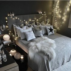 Teen bedroom themes must accommodate visual and function. Here are tips to create the coolest teen bedroom. Cute Bedroom Ideas, Awesome Bedrooms, Bedroom Themes, Bedroom Decor, Dream Rooms, Dream Bedroom, Home Bedroom, Teen Bedroom, Fantasy Bedroom