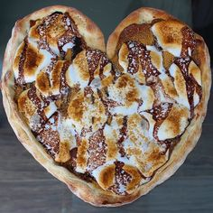 Happy Valentine's Day!! Don't get your Valentine flowers... Win her heart with a s'mores pizza from @pizzabarsb  #PHAAT by thenaughtyfork