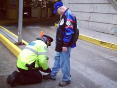 Touching photo of Toronto police officer tying elderly man's shoelaces sends social media into meltdown