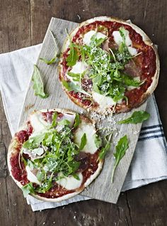Tortillapizza med parmaskinke og ruccola